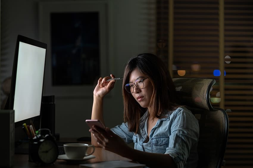 Screen Time Linked to Excessive Sugar, Caffeine Intake
